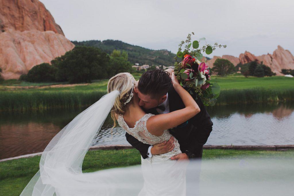 Summer wedding photos , bouquet and veil details